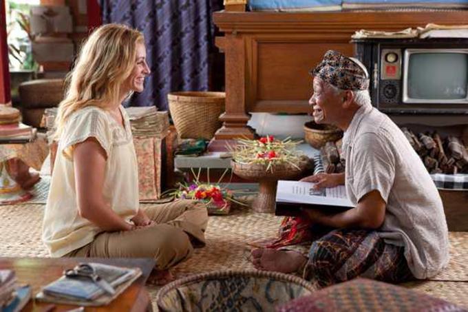 Julia Roberts with Ketut in Bali